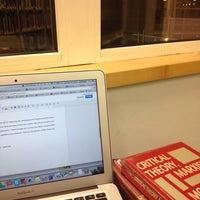 Foto diambil di University House oleh Phing T. pada 12/29/2013