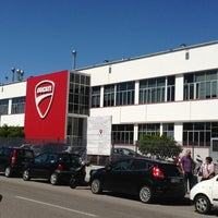 Foto tirada no(a) Ducati Motor Factory & Museum por Cynthia S. em 5/29/2013