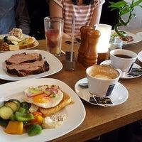 Das Foto wurde bei Australian Bar & Kitchen von Annette W. am 4/8/2018 aufgenommen
