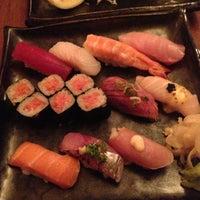 Photo prise au Blue Ribbon Sushi Bar & Grill par Michael C. le4/25/2013