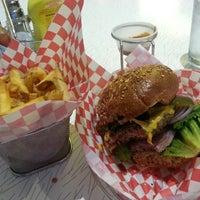 6/16/2013 tarihinde Florian R.ziyaretçi tarafından Custom Burger'de çekilen fotoğraf