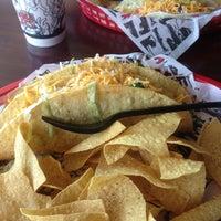 รูปภาพถ่ายที่ Tijuana Flats โดย Dave M. เมื่อ 1/15/2013