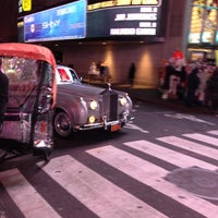 Foto scattata a Carolines on Broadway da Albert S. il 12/13/2012