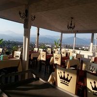 รูปภาพถ่ายที่ King's Garden Restaurant โดย Hayallerine Değil D. เมื่อ 6/5/2019