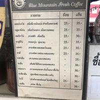 Photo prise au ร้านกาแฟ Bluemountain (หน้าร้านดีไทย) par Sam le6/30/2017