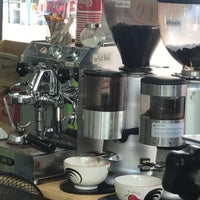 Photo prise au ร้านกาแฟ Bluemountain (หน้าร้านดีไทย) par Sam le4/20/2017