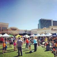 Foto tomada en North Hills Shopping Center por Bonner G. el 4/13/2013