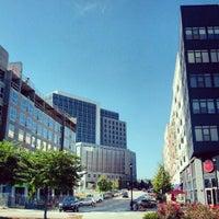 Foto tomada en North Hills Shopping Center por Bonner G. el 10/23/2012