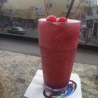 Снимок сделан в Hurricane's Bar & Grill пользователем Idaly L. 7/11/2011