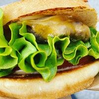 Foto scattata a Burger and Fries da ^_^ il 4/17/2021