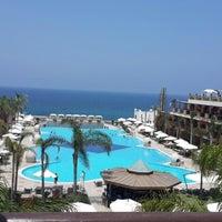 รูปภาพถ่ายที่ Cratos Premium Hotel & Casino โดย Fatos Ç. เมื่อ 6/28/2013