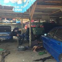 Foto tomada en Bengkel Bagas Motor (BM) por Hennop H. el 8/24/2014