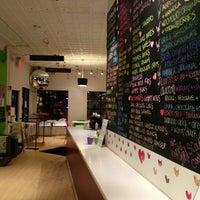 Foto diambil di Wooberry Frozen Yogurt oleh Steph M. pada 2/11/2013