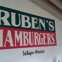9/26/2012にYoshimi 1.がRuben's Hamburgersで撮った写真