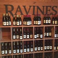 รูปภาพถ่ายที่ Ravines Wine Cellars โดย Lindsay L. เมื่อ 12/2/2015