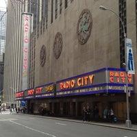 Das Foto wurde bei Radio City Music Hall von Y. Angela L. am 4/28/2013 aufgenommen