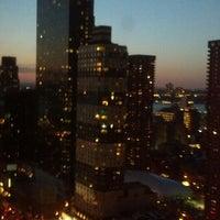 4/26/2013 tarihinde Pooja B.ziyaretçi tarafından Sky Room'de çekilen fotoğraf