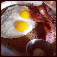 รูปภาพถ่ายที่ Heartland Café โดย Jen M. เมื่อ 4/28/2013