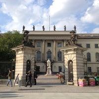 4/29/2013 tarihinde Maria S.ziyaretçi tarafından Humboldt-Universität zu Berlin'de çekilen fotoğraf