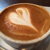 Das Foto wurde bei Birch Coffee von Venera V. am 12/5/2014 aufgenommen