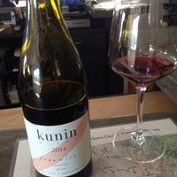 Das Foto wurde bei Kunin Wines Tasting Room von Steve S. am 9/26/2015 aufgenommen