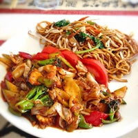 Снимок сделан в Mai-Ling Chinese & Sushi пользователем Burak K. 4/2/2013