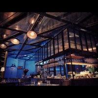 Foto tomada en Acme Bar & Coffee por Zac K. el 3/5/2013