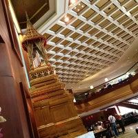 5/18/2013 tarihinde Iamekky E.ziyaretçi tarafından Royal Orchid Sheraton Hotel & Towers'de çekilen fotoğraf