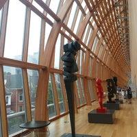 Foto tirada no(a) Art Gallery of Ontario por Gavin A. em 6/29/2013