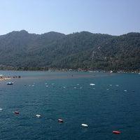 Foto scattata a Kız Kumu Plajı da ebruubaykall il 6/28/2013