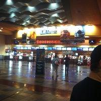Foto tirada no(a) Regal Cinemas Red Rock 16 & IMAX por Christine D. em 5/23/2013
