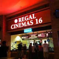 Foto tirada no(a) Regal Cinemas Red Rock 16 & IMAX por Christine D. em 6/4/2013