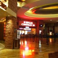 Foto tirada no(a) Regal Cinemas Red Rock 16 & IMAX por Christine D. em 7/13/2013