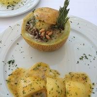 Снимок сделан в Matbah Restaurant пользователем Mavi D. O. 9/7/2013