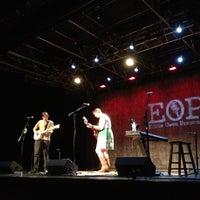 รูปภาพถ่ายที่ Eddie Owen Presents at Red Clay Theatre โดย Amber G. เมื่อ 6/21/2013