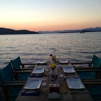 รูปภาพถ่ายที่ Shaka Restaurant Bar & Cafe โดย Akif G. เมื่อ 9/4/2013