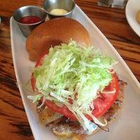 Foto scattata a Stax Burger Bar da Brittany F. il 6/10/2013
