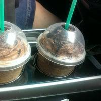 Foto tirada no(a) Starbucks por Grace G. em 6/2/2013
