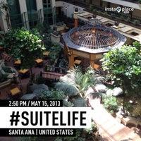 5/15/2013 tarihinde Dianna L.ziyaretçi tarafından Embassy Suites by Hilton Santa Ana Orange County Airport'de çekilen fotoğraf