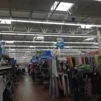 Foto scattata a Walmart Supercenter da Giovanna B. il 8/10/2013