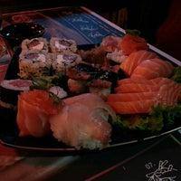 Foto tirada no(a) Kumo Sushi por Maria Rita L. em 6/2/2013