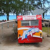 Foto scattata a Mr. Delicious Snack Bar da www.barbados.org il 9/27/2012