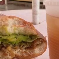 Foto scattata a Mr. Delicious Snack Bar da www.barbados.org il 6/10/2014