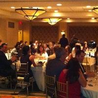 Foto diambil di Riverside Hotel oleh Robert E. pada 5/11/2013