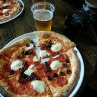 Foto scattata a Pizzeria O' Vesuvio Napoletana Forno Legna da Francisco Z. il 5/13/2013