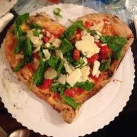 Foto scattata a Gusta Pizza da Ali C. il 10/28/2013