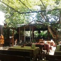Das Foto wurde bei Yavuz'un Yeri von Sinan Ö. am 6/30/2013 aufgenommen