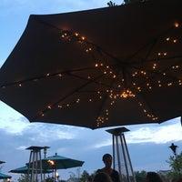8/6/2016 tarihinde Alex V.ziyaretçi tarafından Blue Ridge Grill'de çekilen fotoğraf