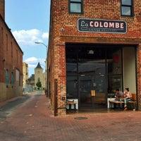 Photo prise au La Colombe Coffee Roasters par Kristen K. le8/7/2014