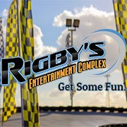 1/17/2016 tarihinde Rigby's Entertainment Complexziyaretçi tarafından Rigby's Entertainment Complex'de çekilen fotoğraf